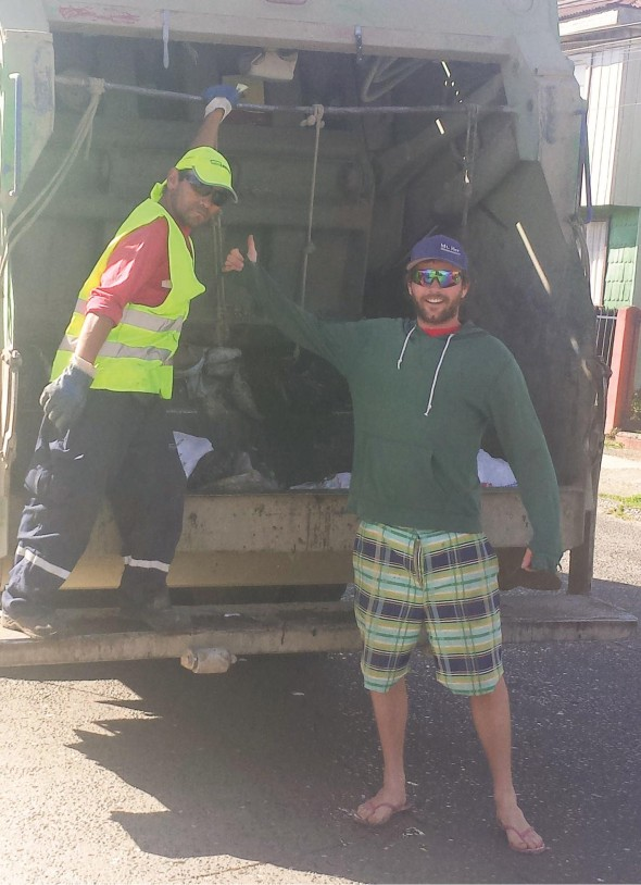 There's always time to say thanks to your local garbage man. Photo: Oliver Berger