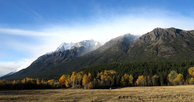 Looking southwest at the first fall dusting of snow on the Niut Range. Photo: Peter Shaughnessy