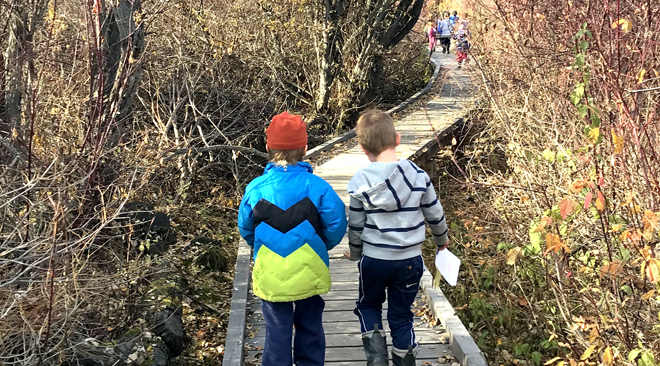 Kindergarteners at Scout Island Nature Centre  learn outside